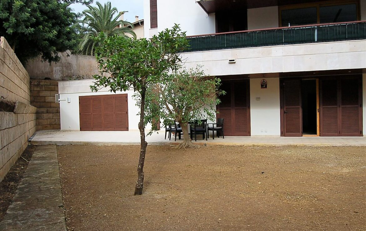 Beautiful ground floor with garden in Son Armadams